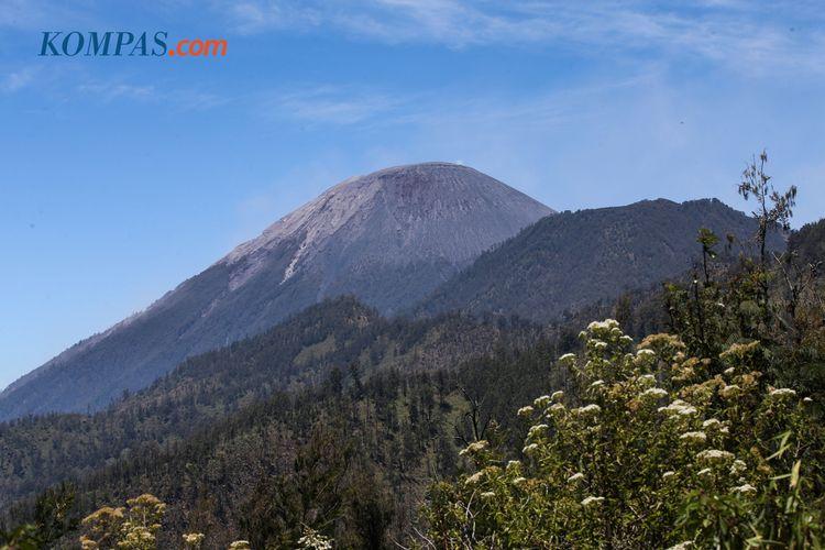 KEINDAHAN ALAM INDONESIA - Puncak Gunung Semeru, Lumajang, Jawa Timur, Kamis (18/9/2019).