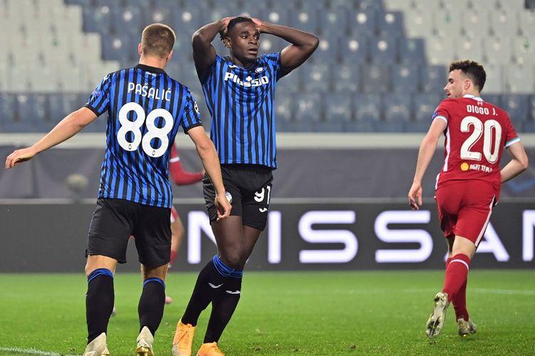 Reaksi penyerang Atalanta, Duvan Zapata, setelah Diogo Jota mencetak gol ke gawang timnya pada lanjutan laga Liga Champions di Atalanta Stadium, Bergamo, pada Rabu (4/11/2020) dini hari WIB.