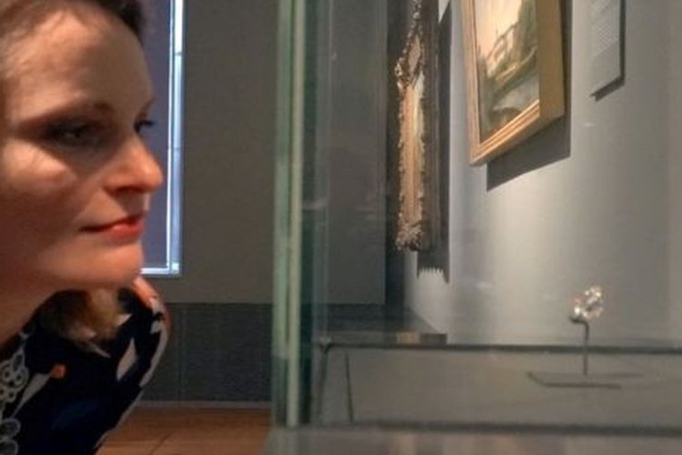 Sejarawan Caroline mempertanyakan mengapa berlian yang merupakan jarahan perang ini disimpan di museum Belanda.