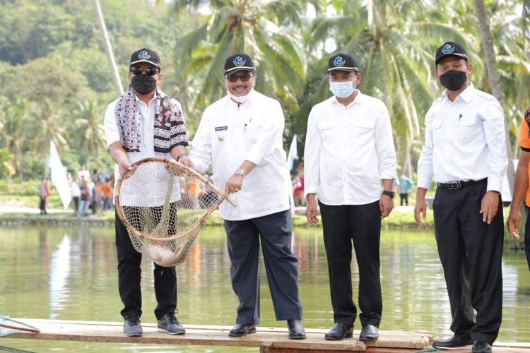 Menteri Kelautan dan Perikanan (Menteri KP) Sakti Wahyu Trenggono saat meninjau langsung kegiatan budidaya ikan mas, Jumat (4/6/2021).