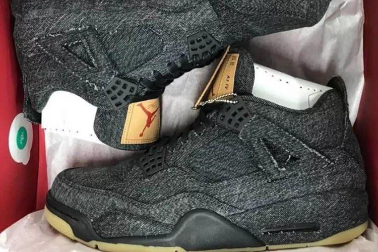 Levis x Air Jordan IV versi hitam.