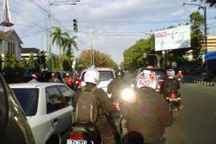 Perempatan Gendengan (SGM) di Solo yang diberi kamera pengintai, Kamis (1/8/2013).