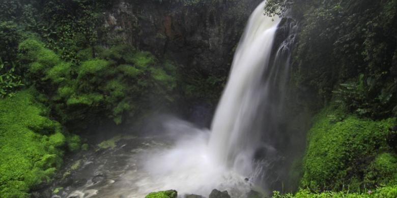Air Terjun Telun Berasap di Jambi.