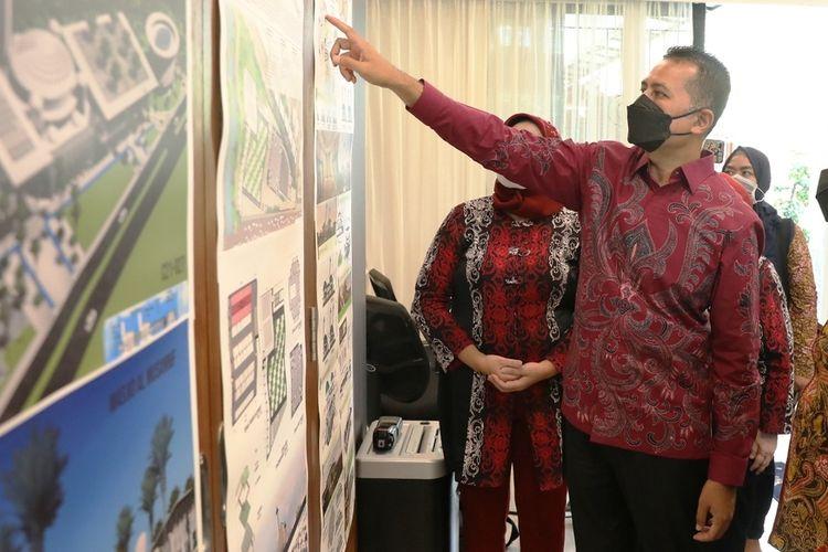 Wakil Gubernur Sumut Musa Rajekshah bersama Rektor USU Muryanto Amin di acara penutupan sayembara desain pengembangan arsitektur Masjid Al-Musannif di rumah dinas wakil gubernur Sumut, Rabu (21/7/2021)