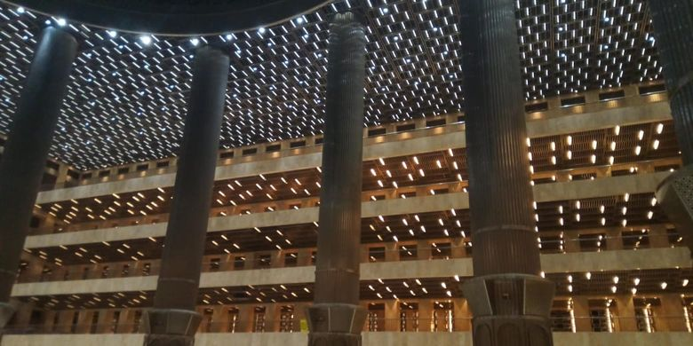 Interior Masjid Istiqlal Jakarta pasca renovasi, Rabu (22/7/2020)