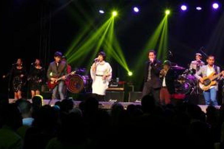 MALIQ & D'Essentials tampil dalam konser malam pergantian tahun 2013 ke 2014 yang digelar Hotel Harris  & Convention Festival, Citylink, Bandung, Jawa Barat, Selasa (31/12/2013) malam.
