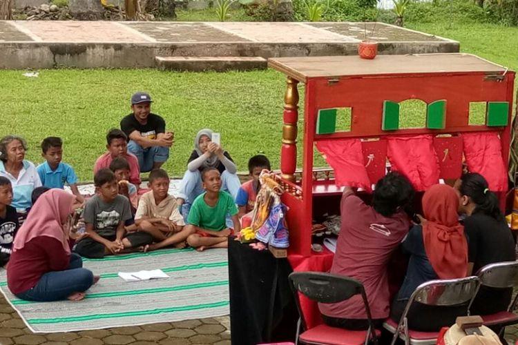 Pementasan Wayang Potehi yang digelar Sanggar Budaya Rumah Cinta Wayang di Taman Kaldera, Depok, Jawa Barat.