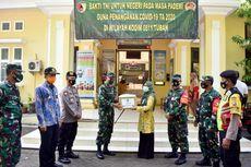 TNI AD Serahkan Bantuan APD untuk Tenaga Medis yang Rentan Terpapar Corona di Tuban