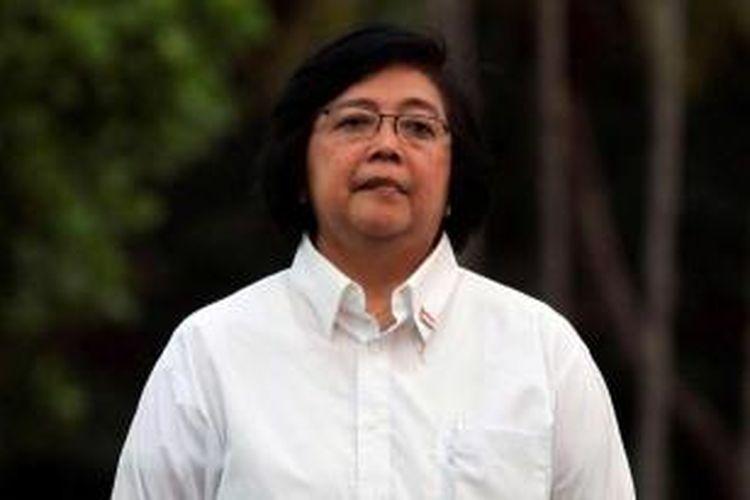 Menteri Lingkungan Hidup dan Kehutanan Siti Nurbaya, diperkenalkan oleh Presiden Joko Widodo di Istana Merdeka, Jakarta, Minggu (26/10/2014). TRIBUN NEWS / DANY PERMANA