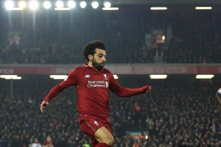 Penyerang Liverpool, Mohamed Salah, saat menguasai bola dalam pertandingan sepak bola Liga Primer Inggris antara Liverpool vs Crystal Palace di Anfield pada 19 Januari 2019.