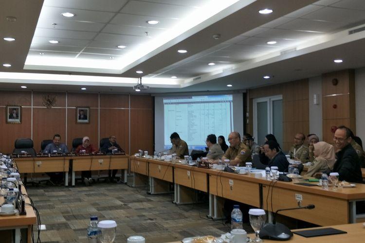 Rapat pembahasan rancangan KUA-PPAS 2020 antara Komisi D DPRD DKI dan Dinas Perumahan DKI di Gedung DPRD DKI Jakarta, Selasa (12/11/2019).
