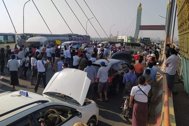 Demo mobil mogok di Myanmar
