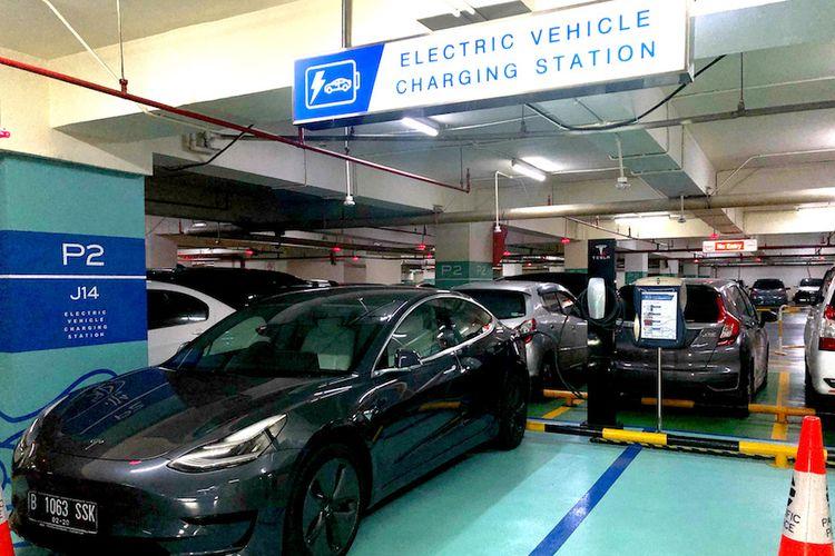 SPKLU Tesla di Mall Pacific Place