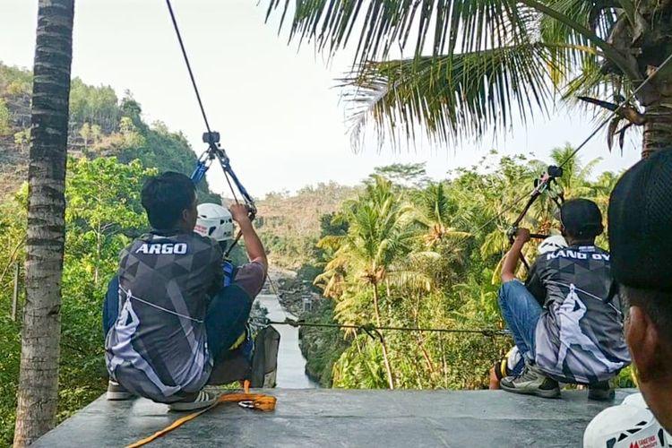 Tempat wisata Air Terjun Sri Gethuk di Gunungkidul, Yogyakarta.