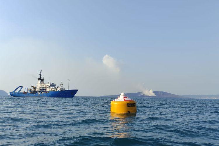 Alat pendeteksi tsunami InaTews Buoy rakitan dari BPPT yang dioperasionalkan di Perairan Gunung Anak Krakatau, Jakarta, Kamis (29/7/2021).