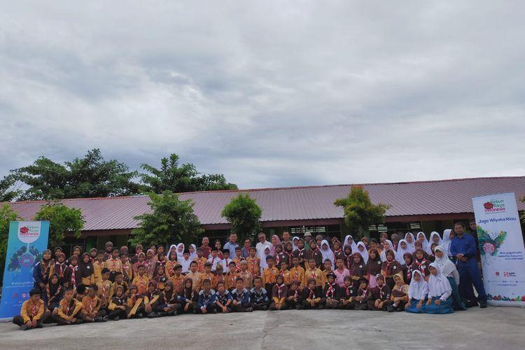Siswa-siswi dari sembilan Sekolah Dasar di Perawang, Siak, mengikuti Jaga Wiyata. Para siswa dikenalkan pada tanaman obat dan pencegahan kebakaran sejak dini agar peduli lingkungan.