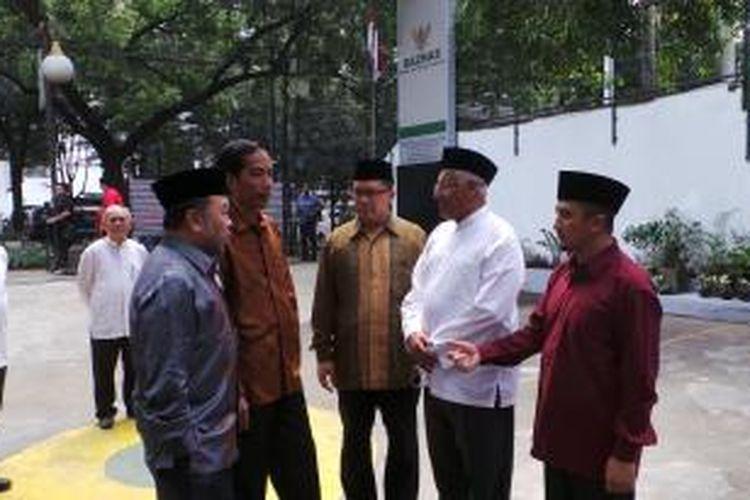 Ustadz Yusuf Mansur bersama Gubernur DKI Jakarta Joko Widodo dan Kepala Baznas Didin Hafidhuddin, di Kantor Baznas, Jakarta, Senin (5/8/2013).