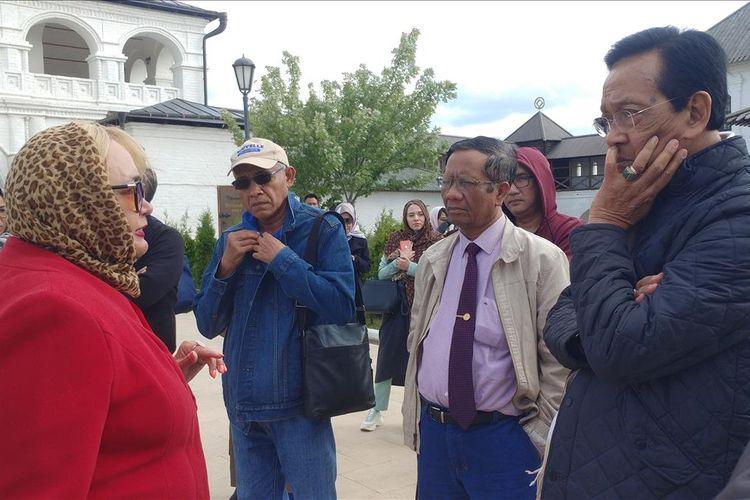 Gubernur DIY Sri Sultan Hamengku Buwono X dan rombongan saat berkunjung ke Pulau Sviyask di Republik Tatarstan, Selasa (30/7/2019)