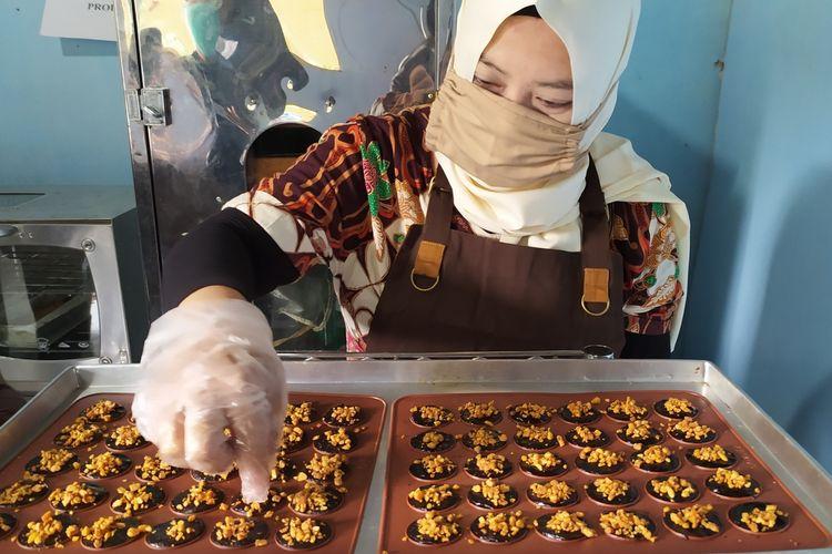 Pembuatan cookies tempe di Desa Pangebatan, Kecamatan Karanglewas, Kabupaten Banyumas, Jawa Tengah, Rabu (21/10/2020).