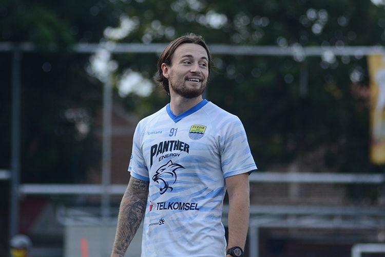 Marc Anthony Klok, bergabung dalam sesi latihan tim Persib Bandung di Soccer Republik, Kota Bandung, Jumat (2/7/2021).