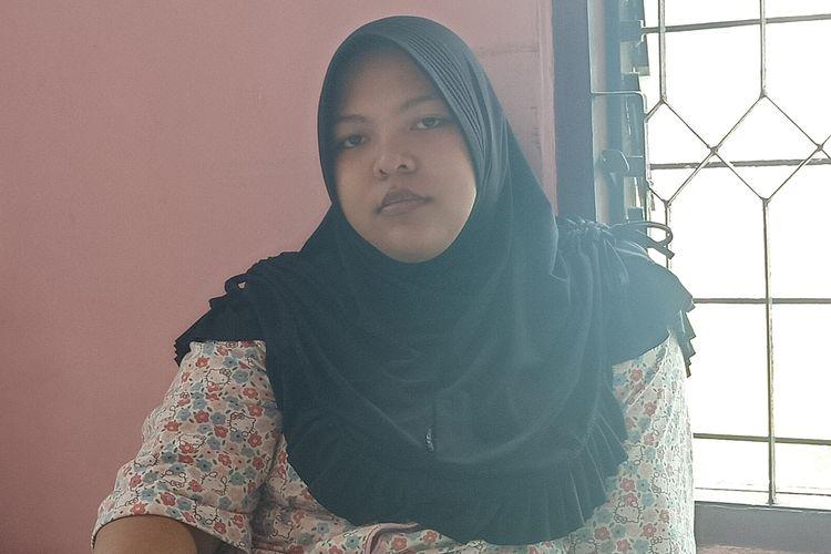 Dewi Suriani yang jenazah anaknya dibawa paksa pengemudi Ojol keluar dari rumah sakit
