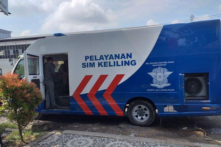 Mobil layanan SIM keliling di Serang, Banten