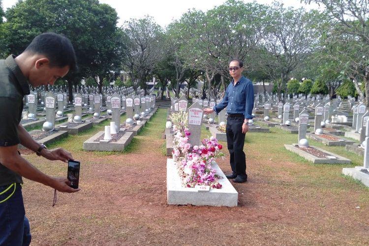 Makam Ani Yudhoyono di Taman Makam Pahlawan Kalibata, Jakarta Selatan, Kamis (13/6/2109) dikunjungi warga yang berziarah. Mereka mendoakan Ibu Ani.