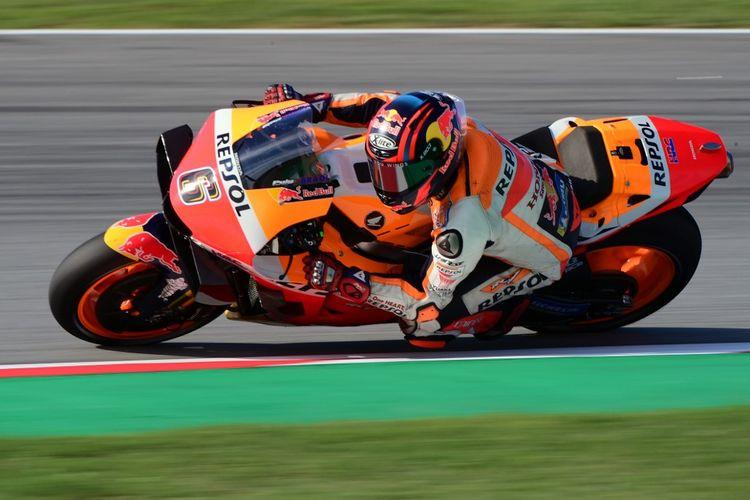 Stefan Bradl saat berlaga di MotoGP LE Mans. (Photo by LLUIS GENE / AFP)