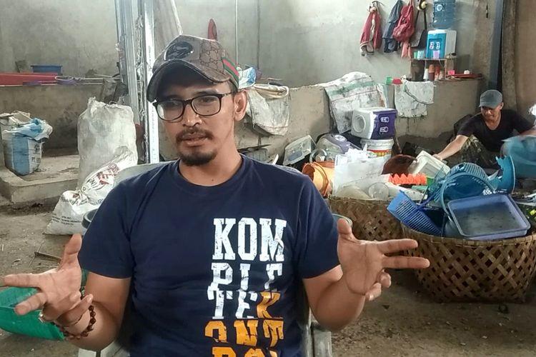 Firman Felani (33), sarjana pencacah sampah asal Cianjur, Jawa Barat, yang sukses meraup omzet hingga puluhan juta rupiah