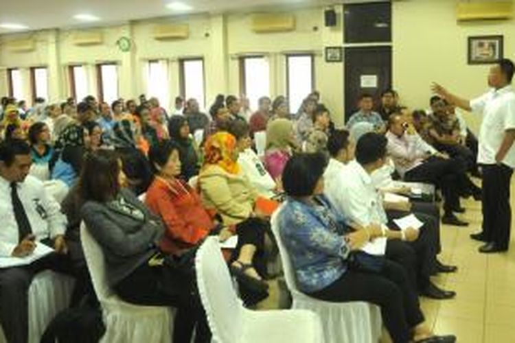 Kepala BNP2TKI, Nusron Wahid, dalam pertemuannya bersama Asosiasi Perusahaan Jasa Tenaga Kerja Indonesia (APJATI) dan seluruh Pelaksana Penempatan Tenaga Kerja Indonesia Swasta (PPTKIS) di Gedung APJATI, Jakarta Selatan, Kamis (1/10/2015).