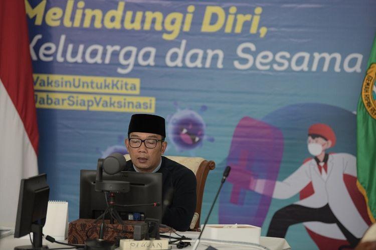 Gubernur Jawa Barat Ridwan Kamil meluncurkan aplikasi e-Perda di Jawa Barat di Gedung Pakuan Bandung, Jumat (16/4/2021).