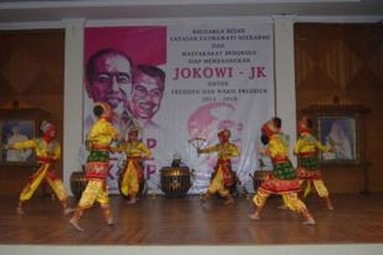 Tari Ambik Tanah dalam deklarasi dukungan Yayasan Keluarga Fatmawati Soekarno dukung Jokowi-JK