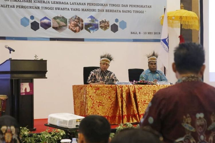 Menristekdikti Mohamad Nasir saat Rapat Kerja Wilayah Pimpinan Yayasan dan Pimpinan Perguruan Tinggi Swasta di Lingkungan Lembaga Layanan Pendidikan Tinggi (LLDikti) Wilayah XIV Papua - Papua Barat Tahun 2019 (8/5/2019).
