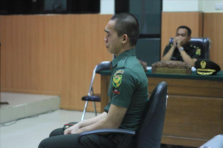 Prada DP kembali menangis saat memberikan keterangan di Pengadilan Militee I-04 Palembang, Kamis (15/8/2019).