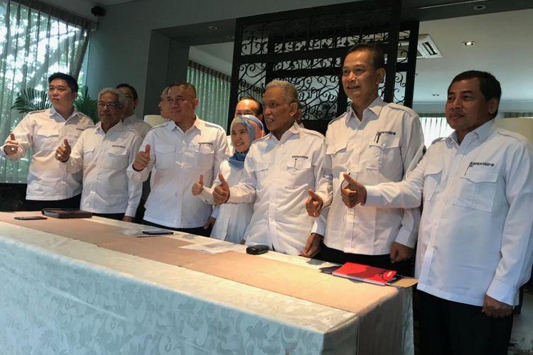 Asosiasi Perusahaan Jasa Pengiriman Ekspres, Pos, dan Logistik Indonesia (Asperindo) saat menggelar konferensi pers di Jakarta, Senin (26/11/2018).
