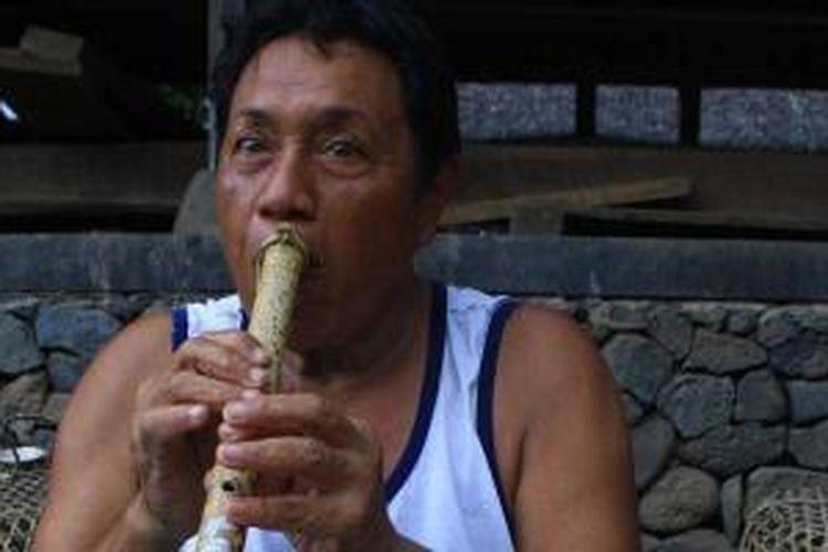 Penduduk Desa Tenganan, Karangasem, Bali.