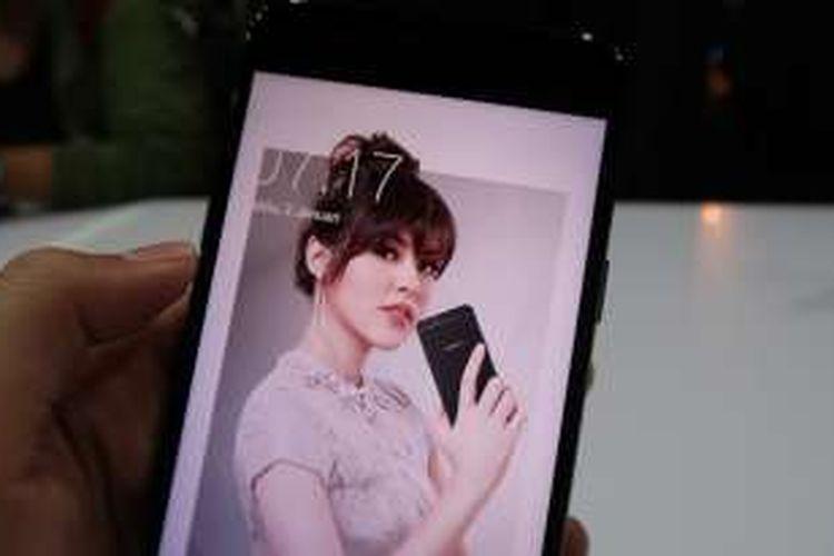Tampak depan Oppo F1s Your Raisa Phone.