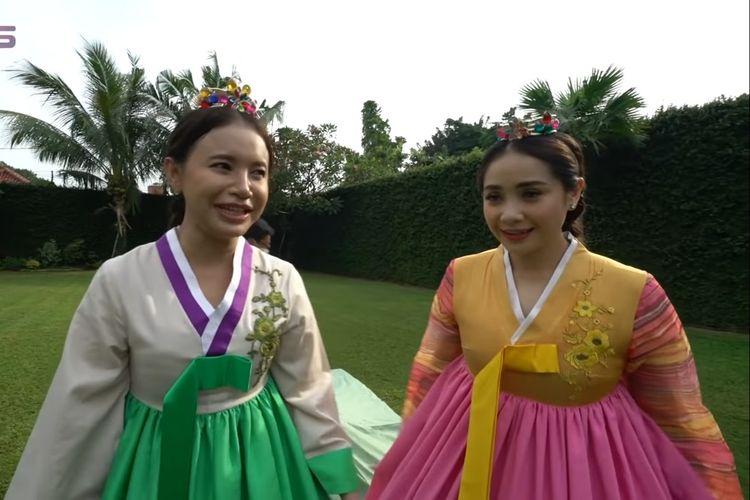Nagita Slavina dan Rossa berfoto mengenakan hanbok