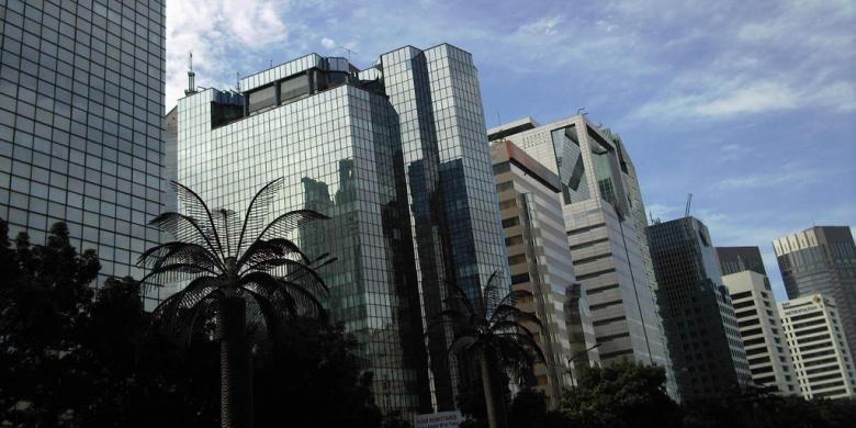 Dua di antara tiga gedung perkantoran yang akan dirobohkan berada di kawasan Sudirman, Jakarta Pusat.