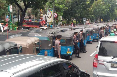 Sopir Bajaj Demo Kelangkaan BBG di Balai Kota