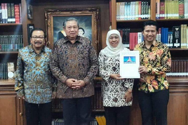 Ketua Umum DPP Partai Demokrat Susilo Bambang Yudhoyono bersama Ketua DPD Partai Demokrat Jatim Soekarwo memberikan dukungan kepada pasangan Khofifah Indar Parawansa dan Emil Dardak dalam Pilkada Jatim 2018.