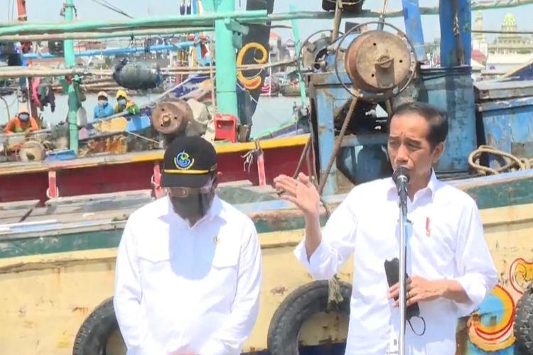 Foto tangkapan layar YouTube Sekretariat Presiden: Presiden Joko Widodo meninjau tempat pelelangan ikan (TPI)Brondong di Kabupaten Lamongan, Jawa Timur, Kamis (6/5/2021).