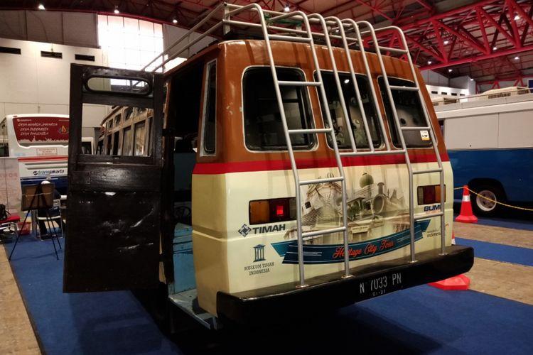 Bus atau Oto Pownis yang merupakan alat transportasi masal era 1970an di Bangka, saat dipamerkan dalam ajang pameran otomotif INAPA 2018 di JIExpo, Jakarta, (22/3/2018).
