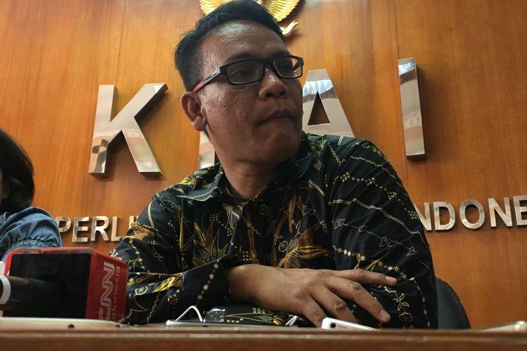 Birgaldo Sinaga saat menjadi tim advokasi orangtua bayi Debora, mendatangi kantor Komisi Perlindungan Anak Indonesia (KPAI) di Jakarta Pusat, Senin (11/9/2017).
