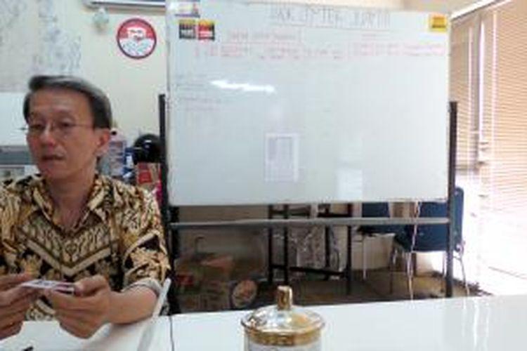 Relawan Center For Democracy and Transparency (CDT) atau sering dikenal dengan Ahok Center, Bunyamin Purnama, saat ditemui Kompas.com di Apartemen Juanda, Jakarta Pusat, Kamis (15/8/2013).