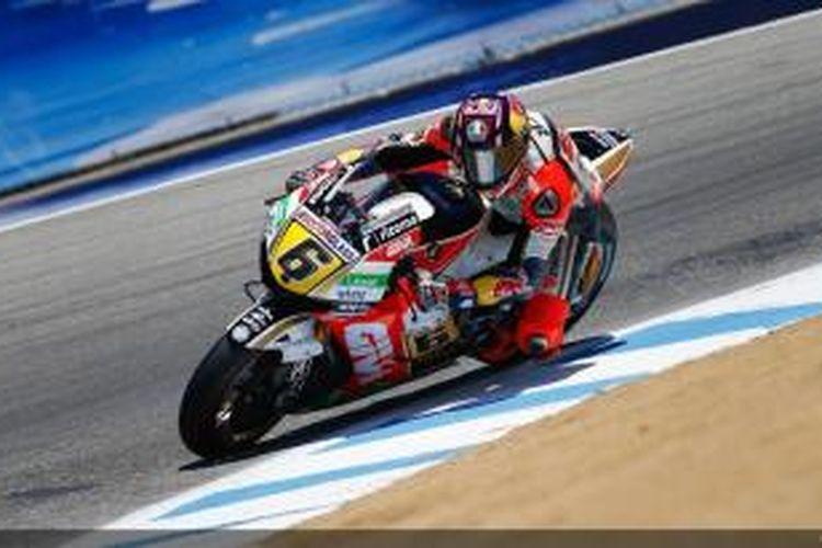 Pebalap LCR Honda, Stefan Bradl membalap di lintasan Sirkuit Laguna Seca, pada sesi pemanasan GP Amerika Serikat, Minggu (21/7/2013).