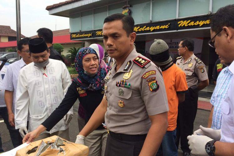 Wakapolres Metro Tangerang AKBP Erwin Kurniawan saat memberi penjelasan mengenai kasus penembakan terhadap Italia Chandra Kirana Putri (22) pada Rabu (14/6/2017).
