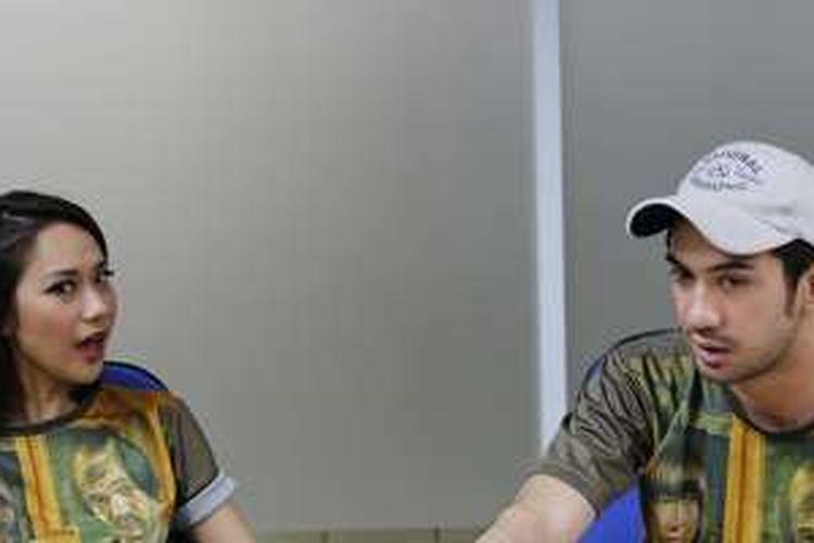 Bunga Citra Lestari dan Reza Rahadian saat diwawancara di kantor redaksi Kompas.com untuk promosi film terbarunya yang berjudul My Stupid Boss, di Palmerah, Jakarta Pusat, Jumat (20/5/2016). Film karya sutradara Upi tersebut telah diputar di bioskop pada 19 Mei, serentak di empat negara yakni Indonesia, Malaysia, Singapura, dan Brunei.