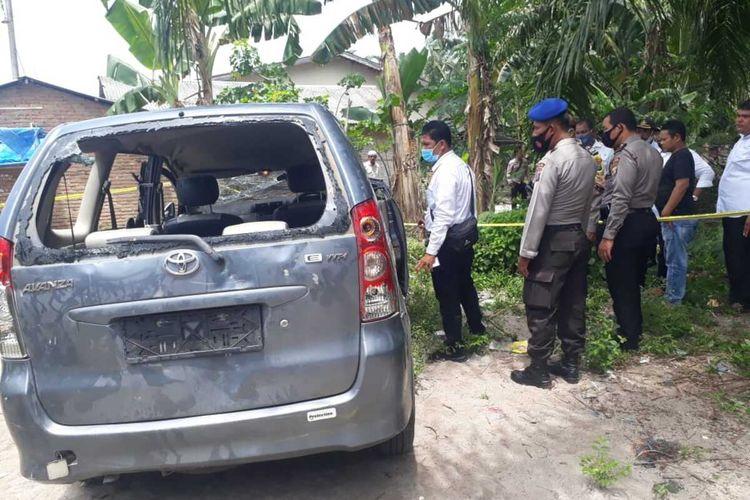 Satu unit mobil milik BNNK Deli Serdang ini sempat digulingkan dan dirusak oleh sejumlah massa saat penggrebekan di sebuah rumah di Desa Rugemuk, Kecamatan Pantai Labu, Deli Serdang, pada Rabu (5/8/2020) siang. Seorang DPO yang sebelumnya ditangkap petugas BNNK Deli Serdang berhasil kabur. Begitupun, petugas BNNK Deli Serdang juga sempat dipukuli dan mengalami luka-luka.