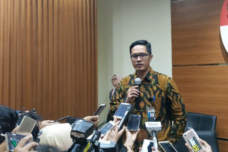 Juru Bicara KPK Febri Diansyah saat memberikan keterangan pers di gedung KPK, Kuningan, Jakarta Selatan, Kamis (16/11/2017).